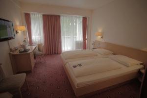 Ruhig-gelegen-und-Richting-Parkanlage,-58-Hotelzimmer-mit-komfortabler-Ausstattung